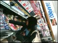 人妻・熟女動画:スーパーで夕食のお買物をしている主婦たちのパンチラ
